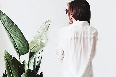 girl-back-leaf