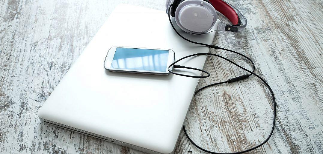 Elektronik auf dem Schreibtisch