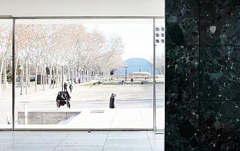 54c6abfae58ece5c5e000002_ad-classics-barcelona-pavilion-mies-van-der-rohe_mies6-1000×571